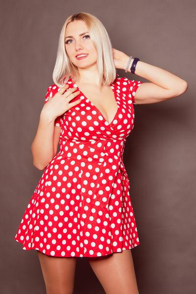 Eliseblonde веб модель работа в питере для девушки